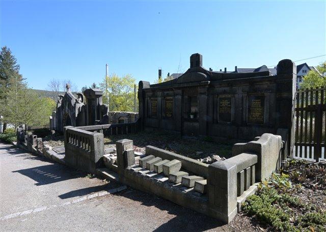 Große Familiengräber auf dem Auer Friedhof | Foto: Ralf Wendland