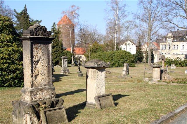 Der alte Teil des Donatsfriedhofs mit dem Donatsturm im Hintergrund   Foto: Wieland Josch